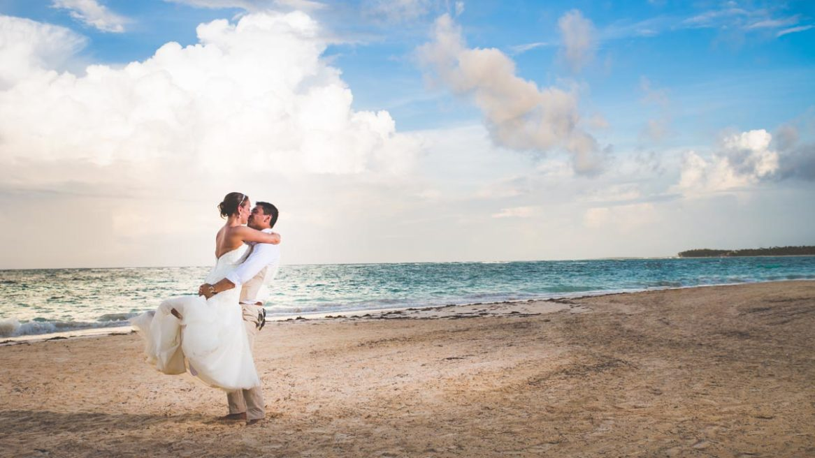 Man Nguyen Photography Pittsburgh modern wedding photographer. Wedding Photos of Pittsburgh couple in Punta Cana
